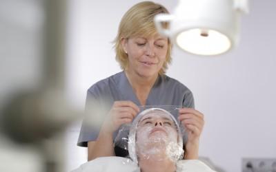 Consigue una piel más luminosa con un peeling químico